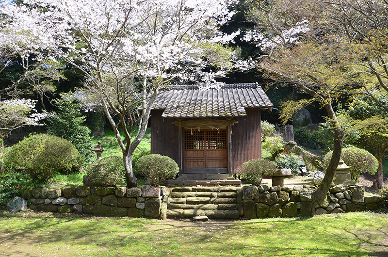 写真:福井稲荷神社と福井洞窟