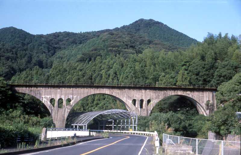 写真:福井川橋梁と福井川